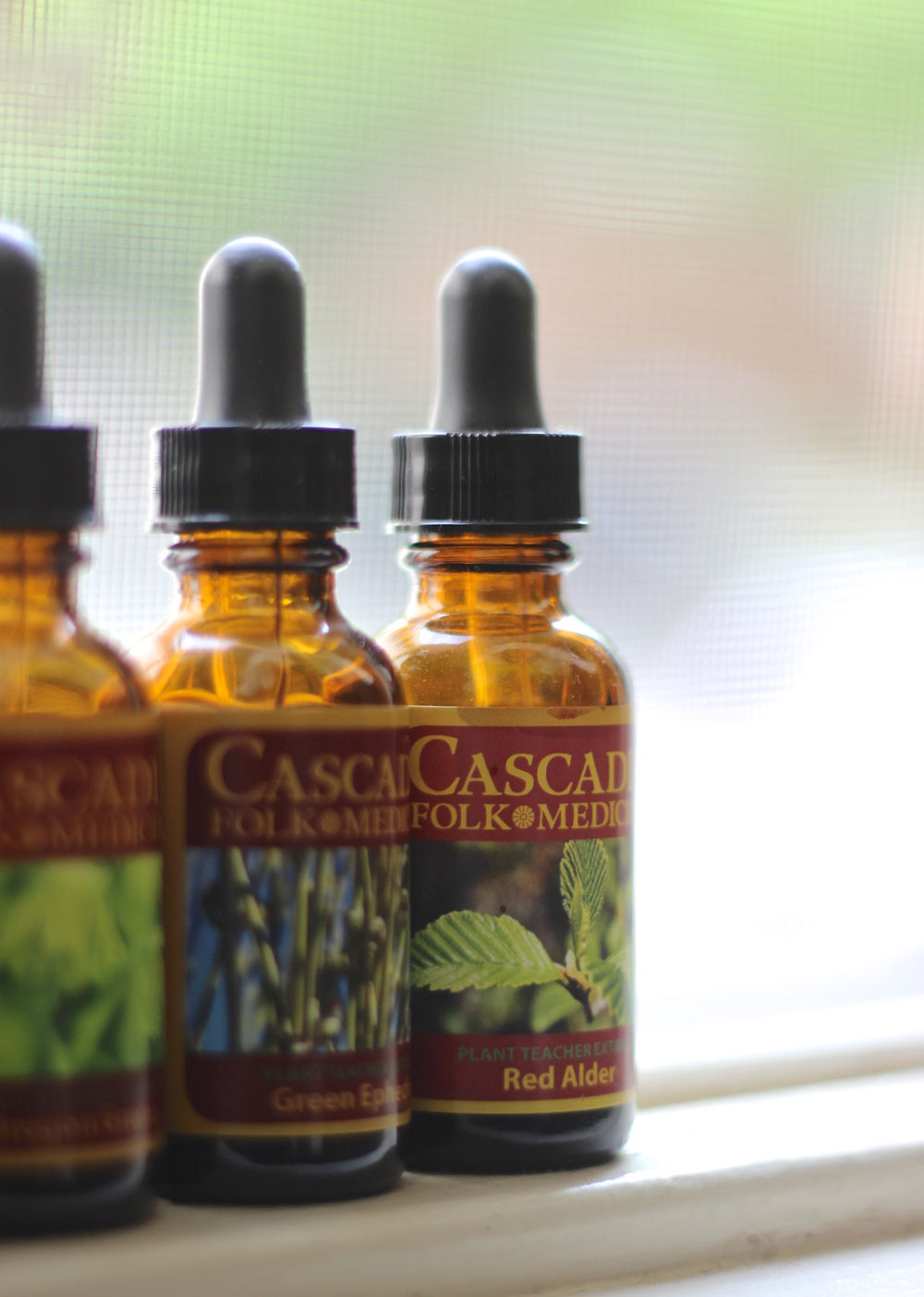 cascadia-tinctures-in-window