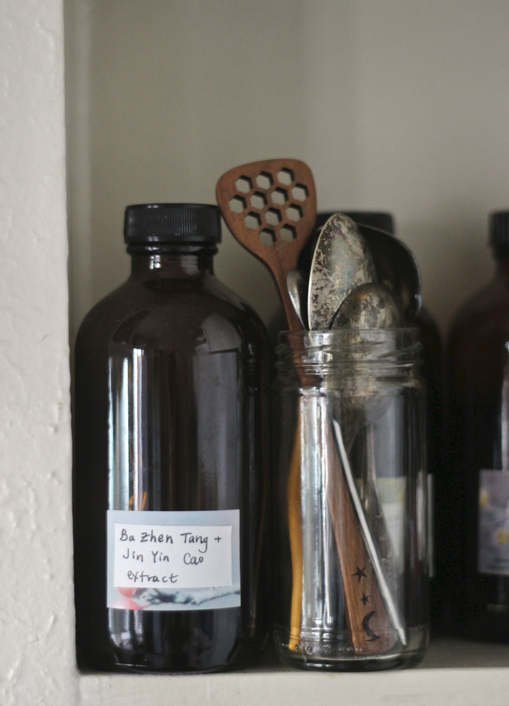 tincture-and-spoons